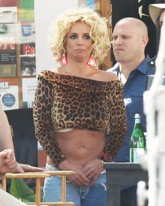 Britney_Spears-Pretty_Girls-Studio_City-4_10_2015-009.jpg